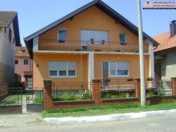 Na prodaju kuća na ekstra lokaciji!