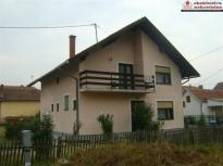 Kuća sa visokim potkrovljem