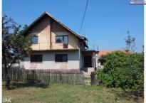 Kuća površine 82m2 sa zemljištem 10707m2